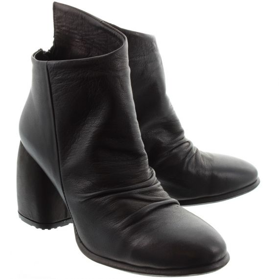 BUENO Ladies 8M4101 Ruched Heel Boots In Black