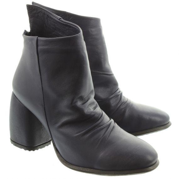BUENO Ladies 8M4101 Ruched Heel Boots In Navy
