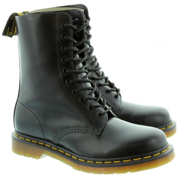 DR MARTENS Leather 1490Z 10 Eyelet boots in Black