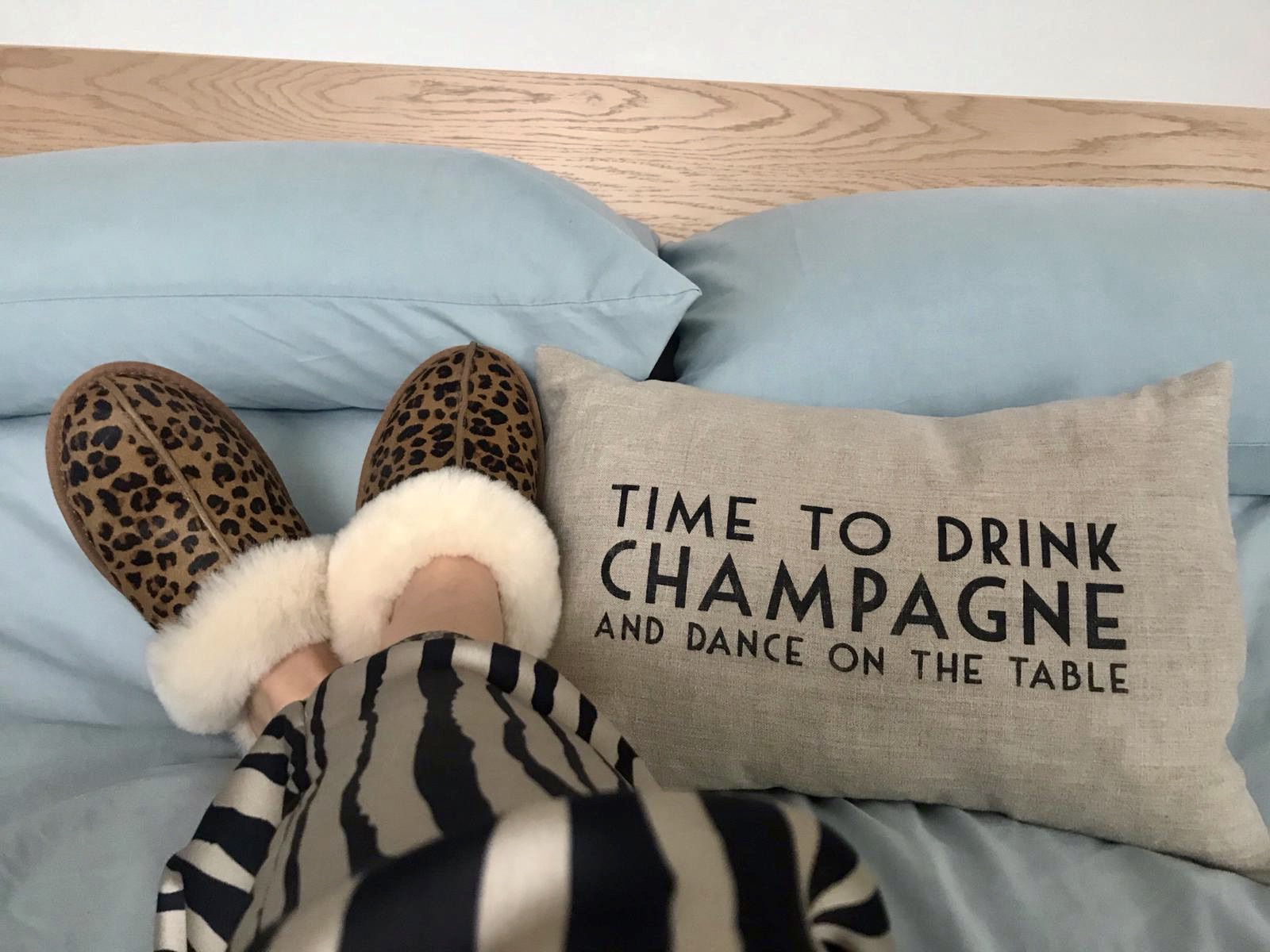 Why We Love Ladies UGG Slippers For Loungewear